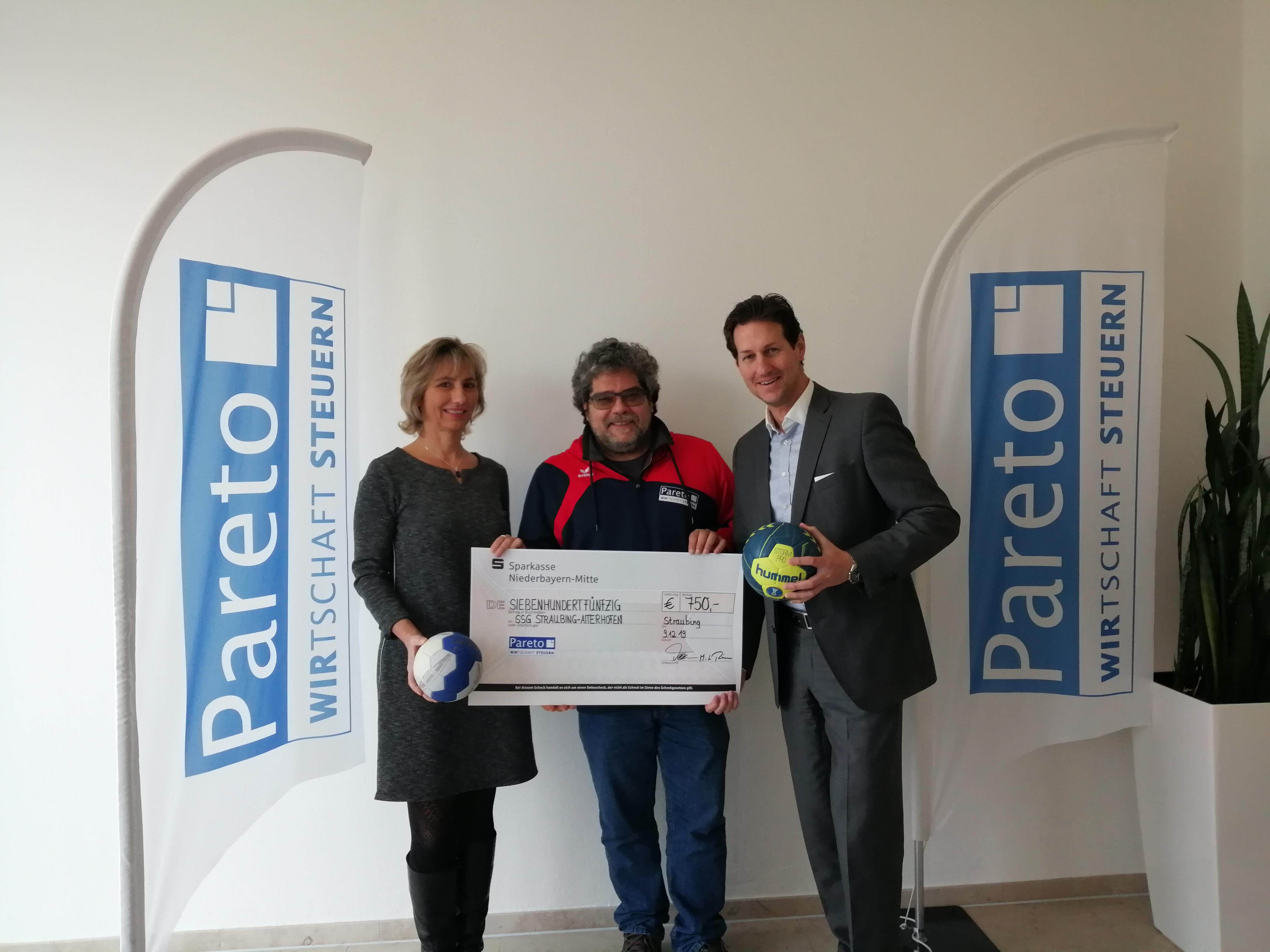 Spendenübergabe für SSG Straubing-Aiterhofen